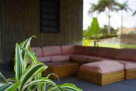 House of Zen - Private Beach Escape & Mini Farm.