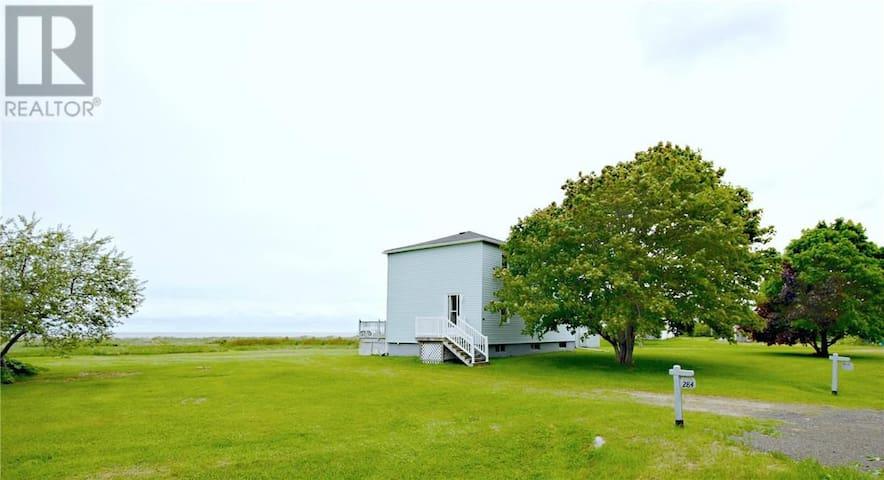 Oceanfront Beach House in Ste-Anne-de-Kent