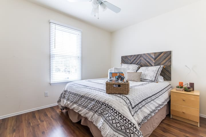 Room in the Heart of Uptown Dallas - Dallas - House
