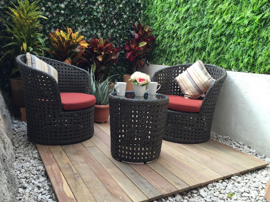 The patio is your living room! Enjoy a morning coffee or an evening drink / El patio es la sala de estar! Disfruta un café por la mañana o una bebida por las noches