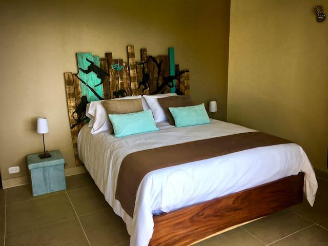 Third bedroom with 1 Queen size bed en-suite
