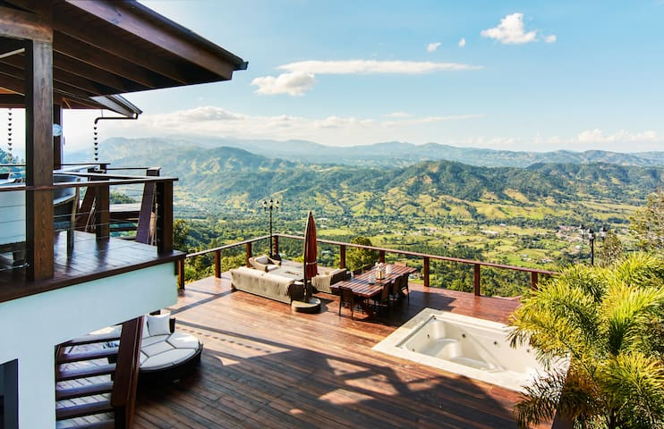Modern Mountain House with Valley View 6BR - Jarabacoa - Huis