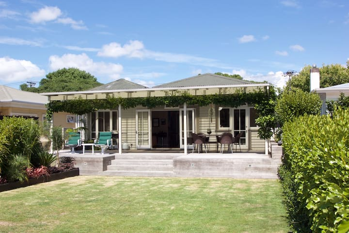 Idyllic Central Auckland Bungalow - Great Location - Auckland - Casa
