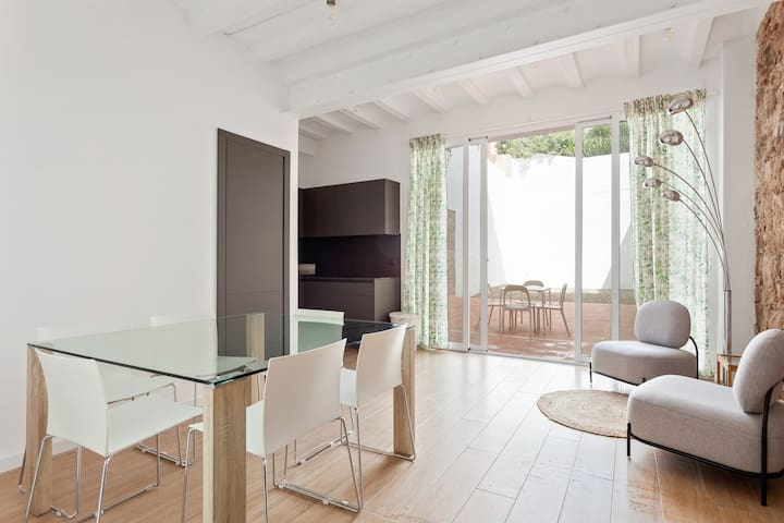 Gorgeous 2 Bed w/Sunny Terrace in lovely Gracia