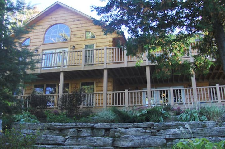 Year Round Lakefront Executive Cottage Retreat - Tory Hill - Cabin