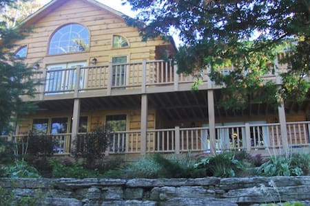 Year Round Lakefront Executive Cottage Retreat - Tory Hill - 小屋