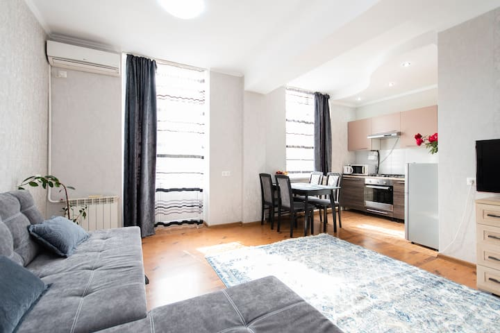 "Comfortable apartment in the ""golden square""centre"