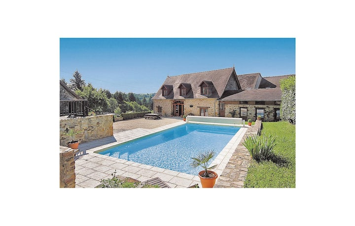 Awesome home in Le Chalard with 5 Bedrooms