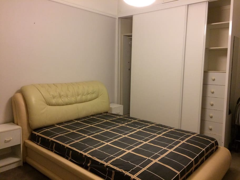 床和储衣柜