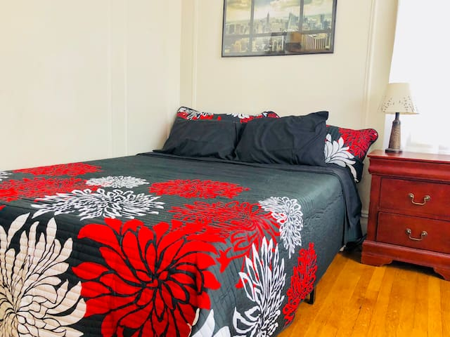 Private bedroom in Astoria - 15min to Manhattan