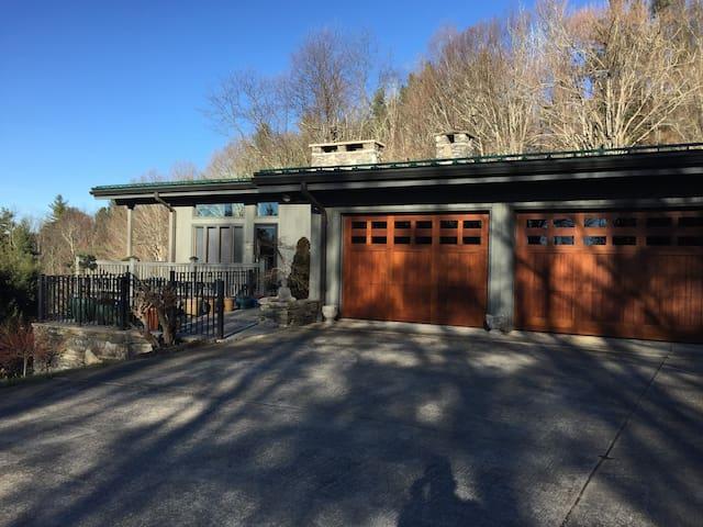 Serene Sanctuary - close to town - Boone - Casa