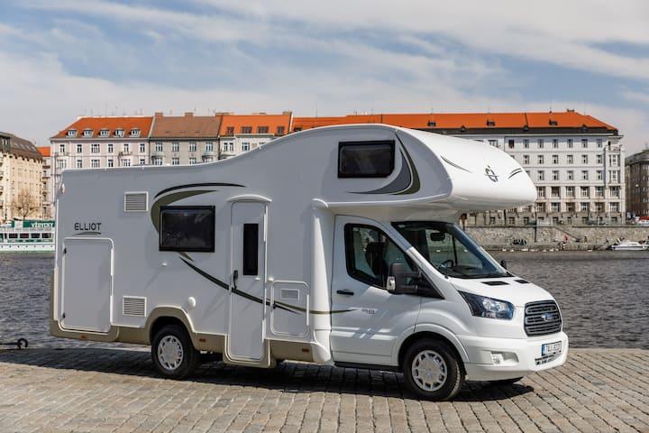 Luxury caravan • BBQ • Up to 6 • Full Equipment