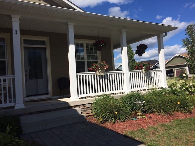 New Home in Quiet Neighbourhood - Bracebridge - House
