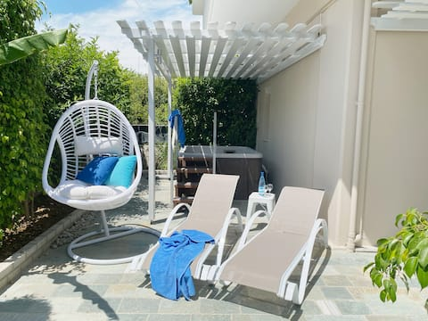 Peridis Holiday Home, with terrace & jacuzzi 1