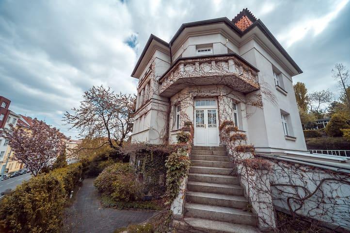 Villa Vysehrad - Praag - Appartement