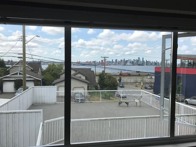 Private Two Bedroom View Suite near Lonsdale Quay