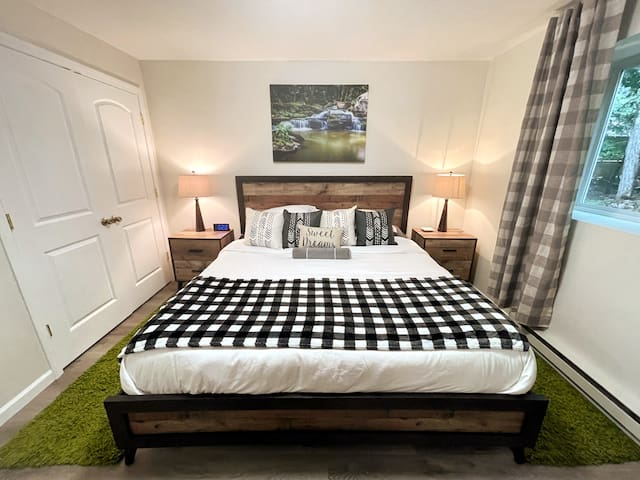 Master Bedroom  - Spacious king bed for relaxation. King mattress has a comfortable Purple mattress. Sweet dreams : )