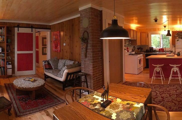 Engelwood Artist's Cottage - A Quiet Retreat