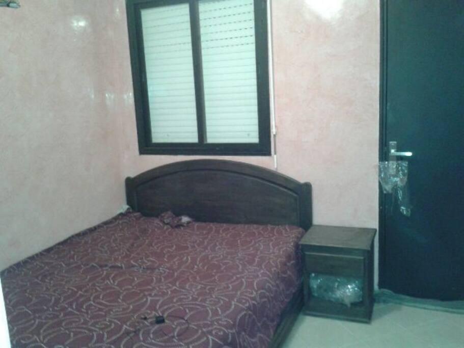 Deuxième Chambre : Un lit double, un dressing et accès au balcon