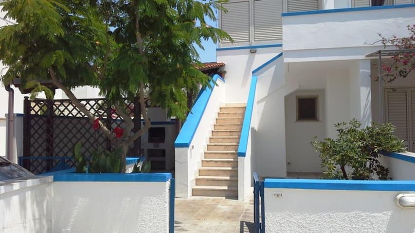 Casa vacanza in centro con terrazza e giardino; parcheggio disponibile