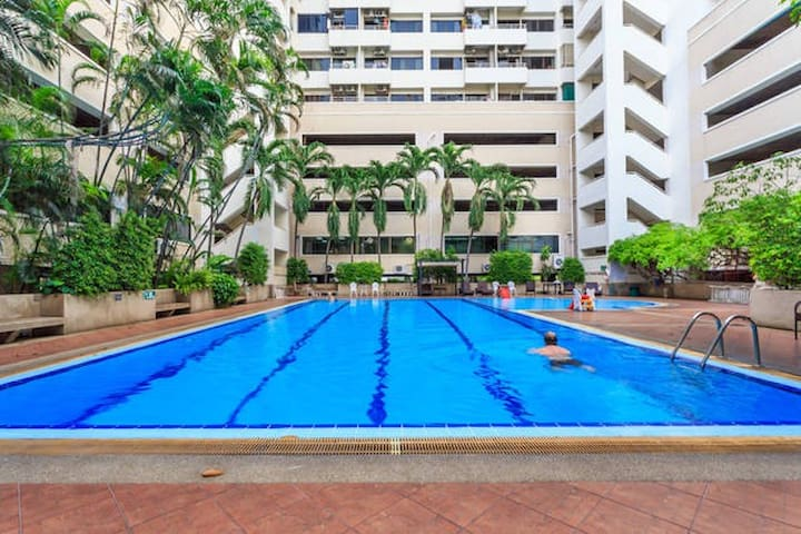 Huge 72smCondo!Walk to Shopping, Nightlife,BTSNana - Bangkok  - Apartamento