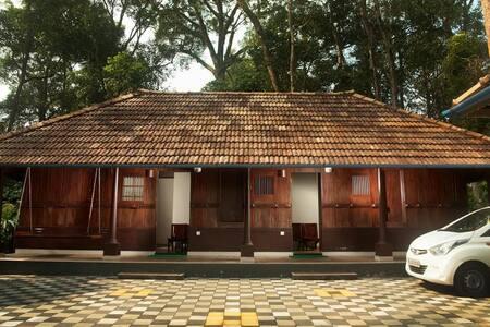 Misty Cardamom Plantation Villa - Munnar