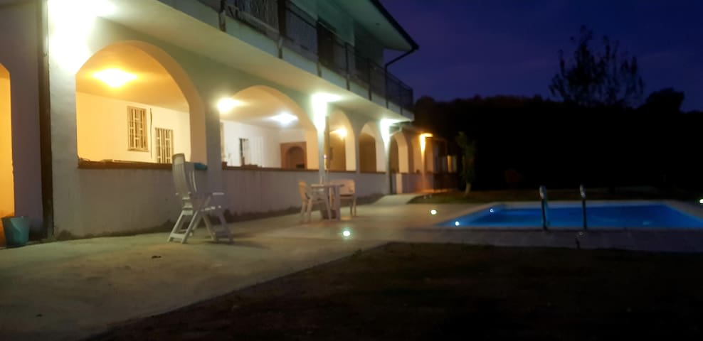 Villa con piscina tra le colline del Monferrato