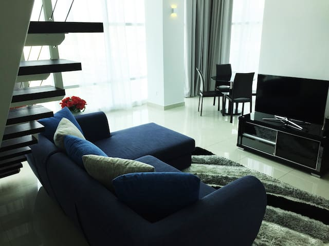 KOZIE | Waterfront City Duplex Suite @ Georgetown - George Town - Apartment
