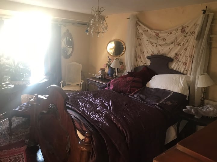 Private large double bedroom with 4 poster bed.