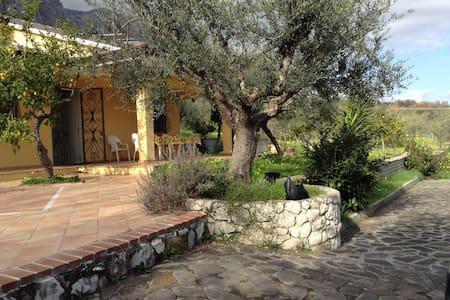 Il Cottage di Anna, tra Roma Napoli - Spigno Saturnia - 一軒家