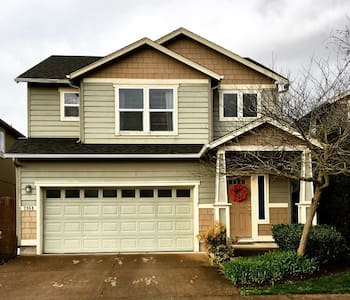 Gorgeous & super clean 3 bdrm home - Eugene - Huis