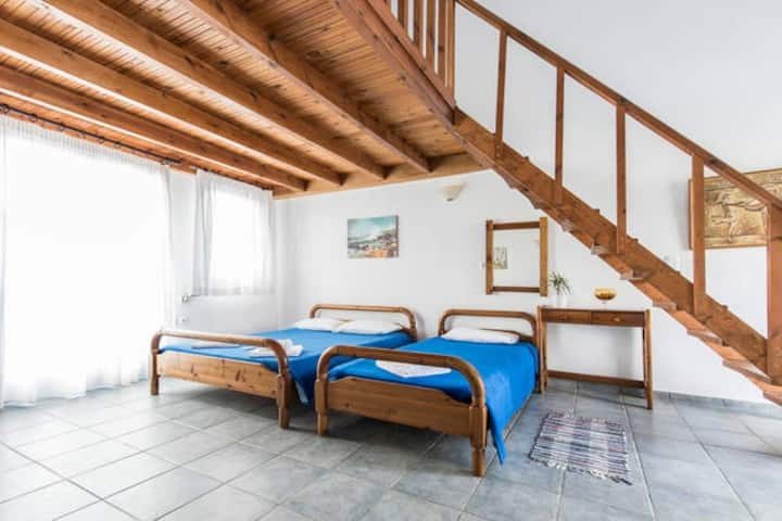 5 people Split level apartment