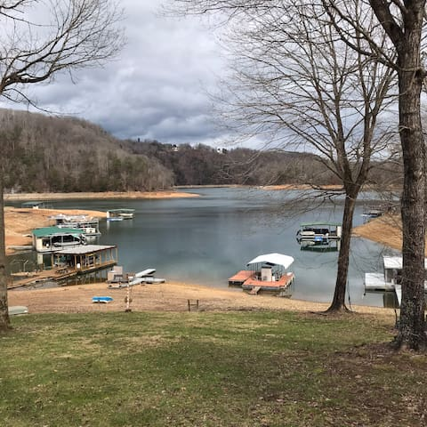 Lake House on the beautiful Norris Lake.