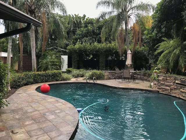 Peaceful living! Private bedroom and full bath. - Oakland Park - Haus