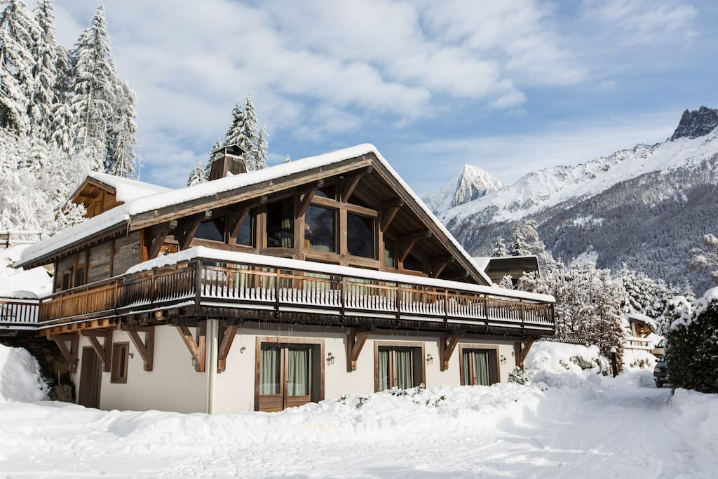 The exterior of Chalet le Favre in winter