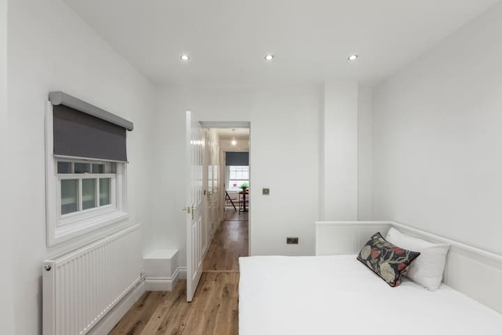 5 bed 2Flats 4/5 bedrooms very close to Parliament