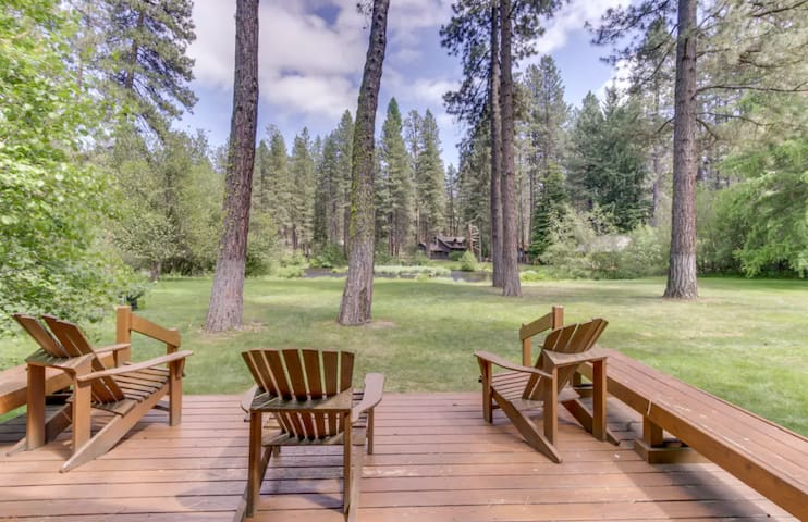 Private cabin (7) located in the beautiful Metolius River Resort only Steps Away from the Metolius River - fishing, BBQ and more