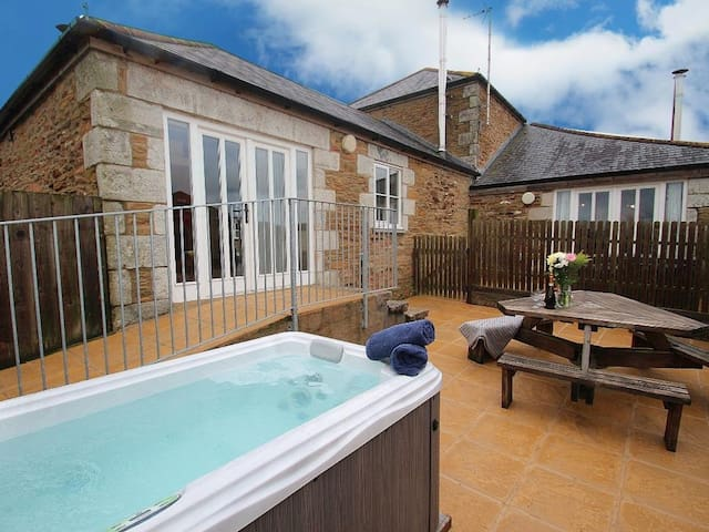 1 Bed Cottage - Disabled Access / Private Hot Tub