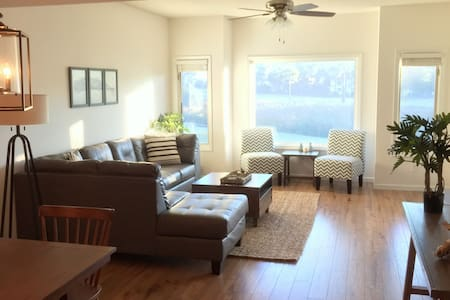 Newly Renovated with Stunning Views - North Myrtle Beach - Apartament