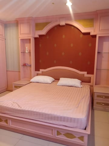 Cozy private room in Thong lo