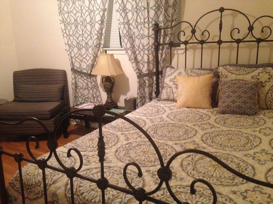 Master bedroom  (The Big Easy Suite!) has queen size bed, 32 inch flat screen tv, desk, chair, closet space. Adjoins to bathroom. Also includes pull-out memory foam mattress & bed linens for extra guests.