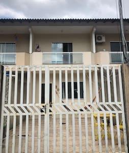 Casa de praia com 2 quartos em Muriqui