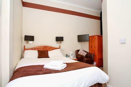 Double Room en-suite - Aberdeen - Bed & Breakfast