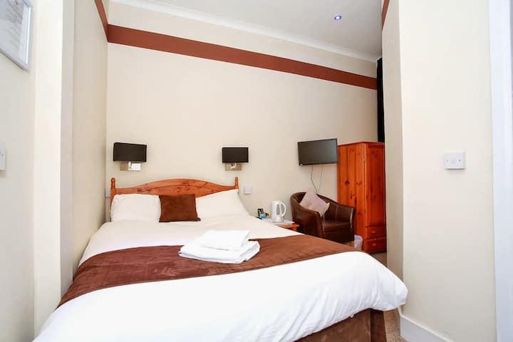 Room 1 / 6 - Double Room en-suite