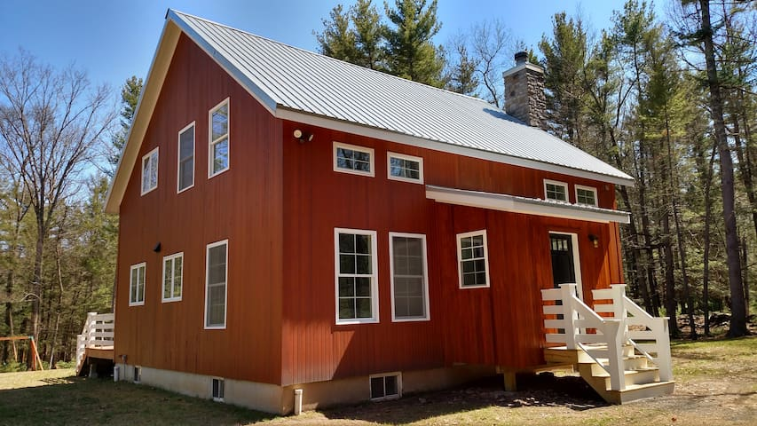 MODERN FARMHOUSE in the WOODS - Saugerties - House