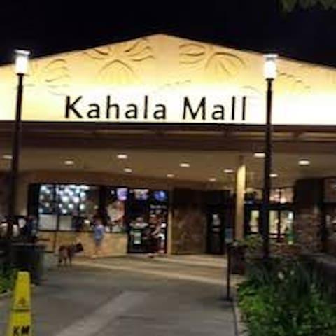 Kahala Mall 12 min from house