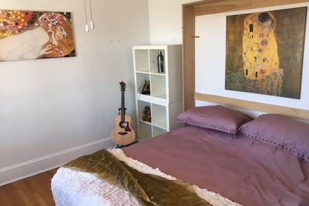 Private comfy room - near to West Hartford center - West Hartford - บ้าน