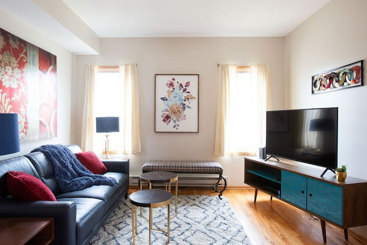 Red + Cozy Two Bedroom Walkup in Marcy-Holmes