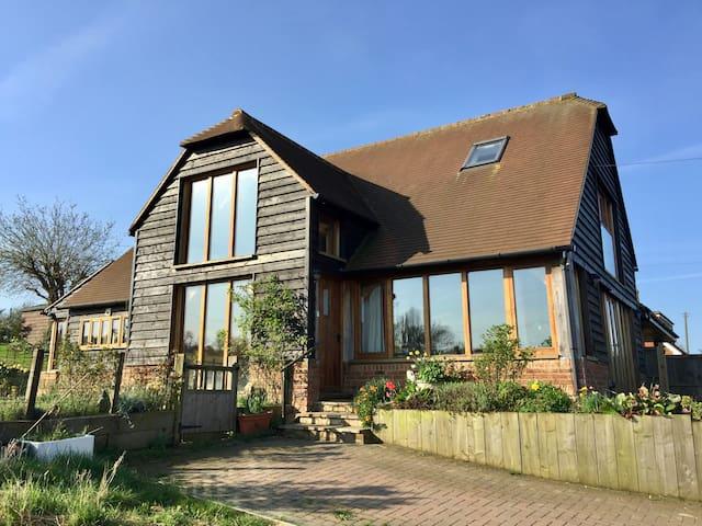Oak frame open plan house. Large garden, Sea views