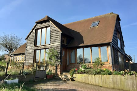 Oak frame open plan house. Large garden, Sea views